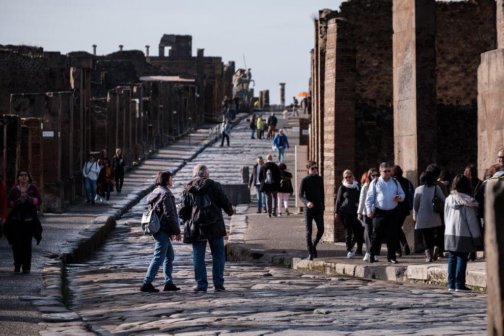 Turisti per le stradine di Pompei