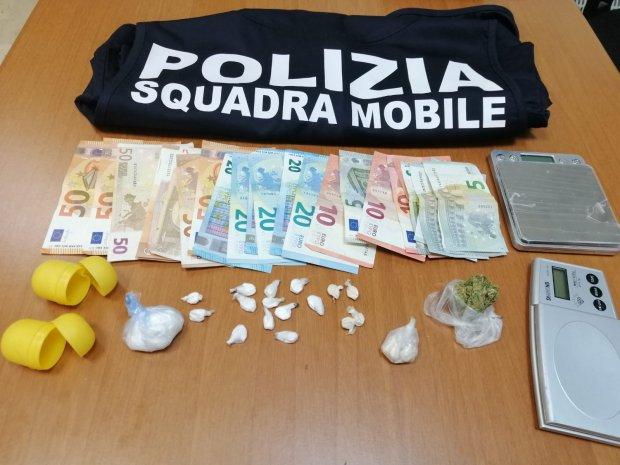 Droga e denaro sequestrati dalla Polizia