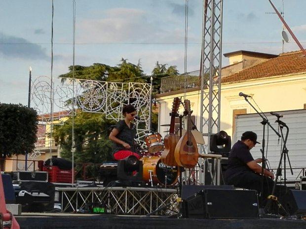 Francesca Del Duca, percussionista e vocalist Eugenio Bennato