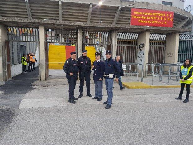 Polizia e Carabinieri in servizio allo Stadio