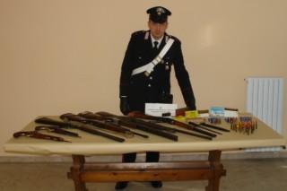 Carabinieri. Sequestro armi e munizioni (foto di archivio)