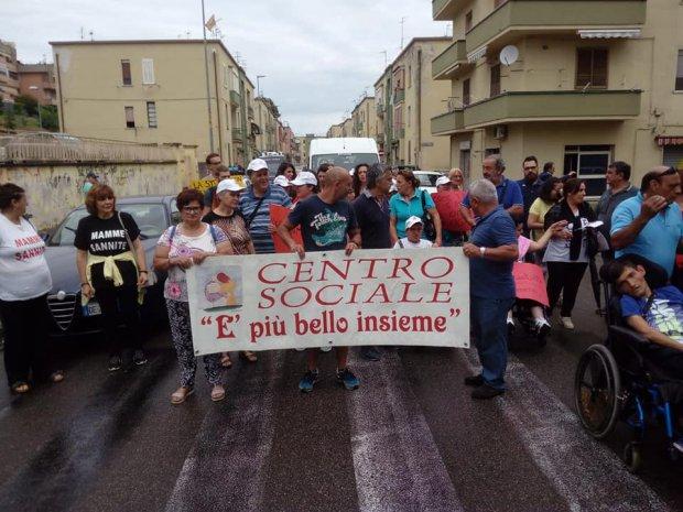 Proteste del Centro Sociale E' piu' bello insieme