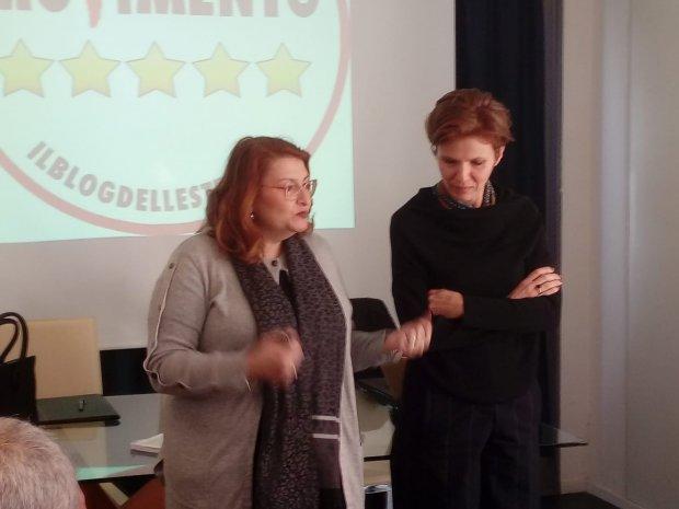 Le senatrici Danila De Lucia e Sabrina Ricciardi (Movimento 5 Stelle)