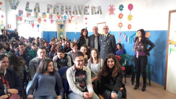 Gli studenti dell'IC Rita Levi Montalcini e la Guardia di Finanza