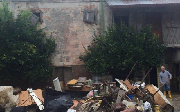 Una delle tante aziende isolate colpite dall'alluvione