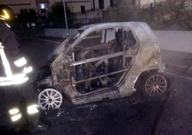 Auto incendiata Parco dell'Opera