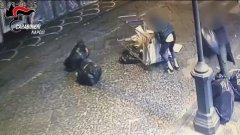 Pompei: ragazzi bloccano il traffico rovesciando rifiuti, identificati da telecamere