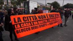Napoli: i Movimenti per il diritto alla casa occupano simbolicamente