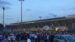 Tifosi festeggiano i calciatori del Benevento di ritorno da Carpi