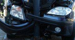 Incidente stradale - auto finisce contro un palo
