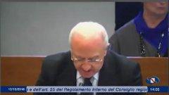 De Luca in consiglio regionale prende in giro le opposizioni