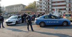 Controlli della Polizia per contrastare i parcheggiatori abusivi