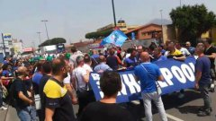 Napoli. Operai Whirlpool bloccano il traffico in via Argine