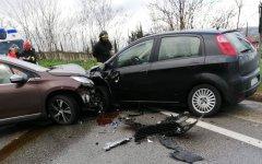 Statale 90 bis: 4 auto coinvolte in un doppio incidente