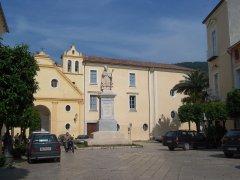 S. Agata dei Goti, Piazza Umberto I