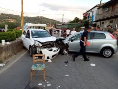 Incidente auto in contrada Pino