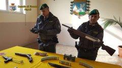 Napoli. Deposito di armi della camorra scoperto dalla Guardia di Finana