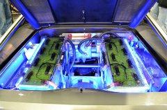 Auto elettrica - pacco batterie (foto di archivio)