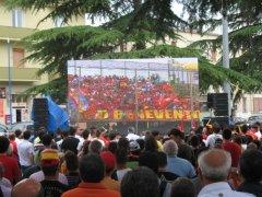 Il maxischermo in Piazza San Modesto in occasione di Foggia-Benevento