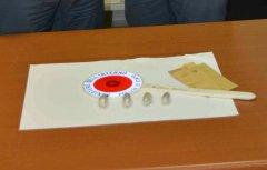 Gli ovuli di droga sequestrati dalla Polizia