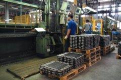 Lavoro in fabbrica (foto di archivio)