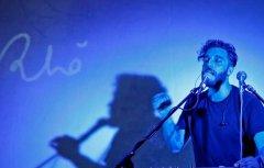 Il cantautore Rho'