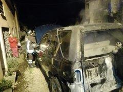 Auto in fiamme via del Teatro Romano