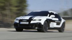 Guida senza pilota. La Google car senza pilota va a 30 km/h orari, l'Audi A RS7 a 230 km/h