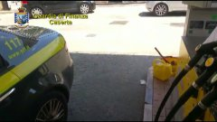 Guardia di Finanza. Controlli in un distributore di carburante