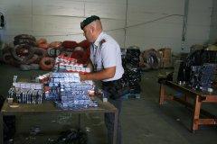Contrabbando internazionale di sigarette, la Finanza arresta 14 persone nel casertano