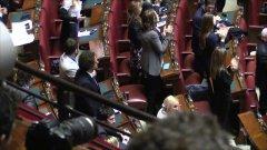 Trattati Roma, standing ovation per Mattarella ma M5s non applaude