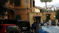 L'arresto della coppia di San Giorgio a Cremano tra gli insulti della folla