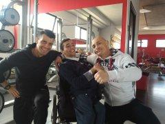 Francesco Tomasiello con i suoi amici della palestra