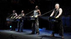 Gli Stomp sbarcano a Torino: sul palco un concerto per secchi e lavandini