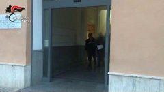 Napoli. Camorrista ricercato si fa raggiungere dalla moglie per far provviste per il rifugio: arrestato