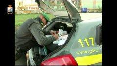 Napoli. Sequestro di sigarette di contrabbando effettuato dalla Guardia di Finanza