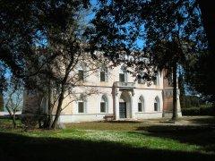 Benevento. Villa dei Papi, sede ISFOL (Di Decan - Opera propria, GFDL)