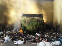 Rifiuti bruciati (foto di archivio)