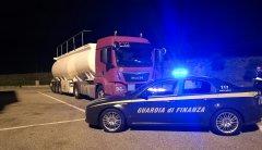 Cisterna con gasolio di contrabbando