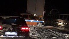 Salerno-Reggio Calabria, traffico bloccato: auto in coda al buio sotto la neve