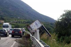 Incidente Telesina. Camion si ribalta all'uscita di Paupisi