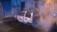 Auto in fiamme ad Arpaia