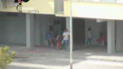 Maddaloni (Caserta), spacciavano davanti ai bambini: dieci arresti
