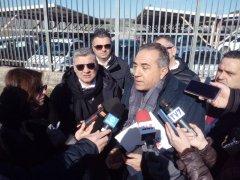 Roberto Santini, segretario nazionale del SINAPPE, dinanzi ai cancelli del Carcere di Capodimonte