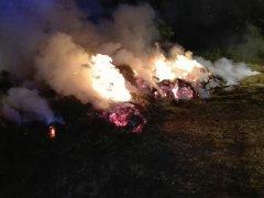 Incendio balle di fieno. (immagine di repertorio)