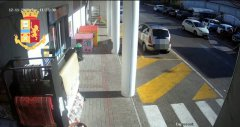 Trucco della gomma bucata. Ladri in azione nel video della Polizia