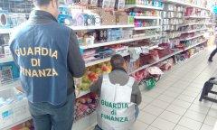 Guardia di Finanza Caserta. Sequestrati 140 mila articoli contraffatti. Denunciati 5 commercianti cinesi