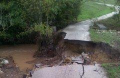 Alluvione a Benevento ottobre 2015. Frana strada comunale a S. Marco dei Cavoti