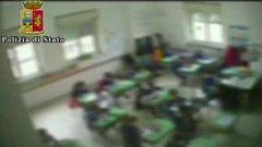 Picchiava gli alunni, sospesa una maestra delle elementari