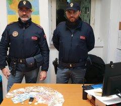 Polizia - Droga e denaro sequestrati al pusher che spacciava mentre era ai domiciliari